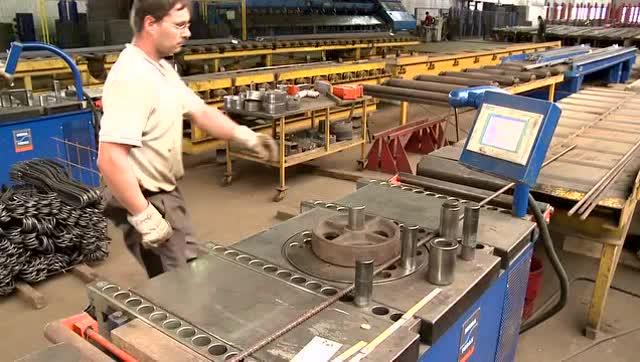 德国钢筋加工厂,钢筋被加工成奇形怪状