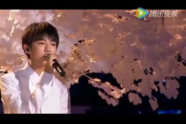王俊凯生日会全场大合唱《树读》 希望你能实现新的愿望
