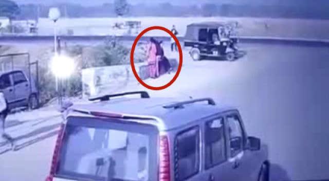 5个监控拍到直升机坠机目击录像,这玩意比固定翼飞机危险多了!