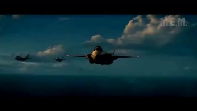 有一个关于UFO入侵地球的电影,里面的那个外星飞船很大很大的,