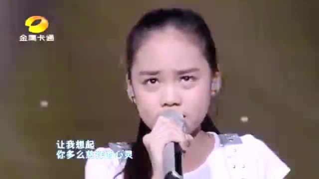 现在的孩子都是多才多艺,11岁小姑娘演唱《酒干倘卖无》