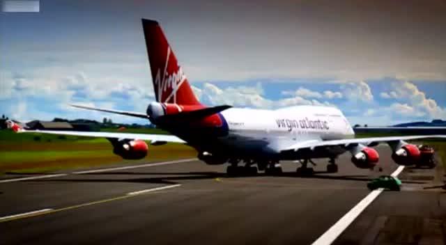 当飞机发动机全速运转时汽车从后面经过会发生什么?