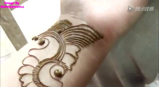 印度手绘纹身男人