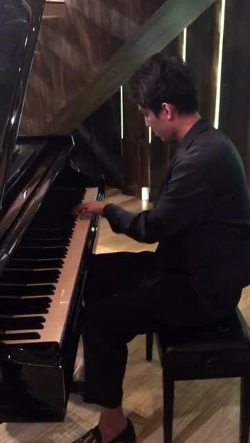 钢琴表演视频封面素材