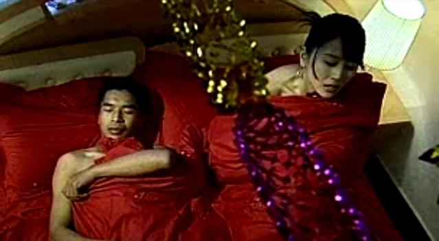 父母骗女儿回来跟傻子结婚,女人度过了一个难过的新婚之夜