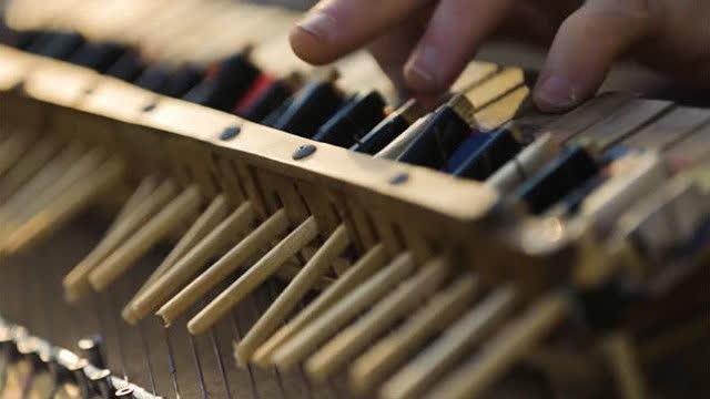 用筷子做的钢琴,弹出的曲子好听哭了