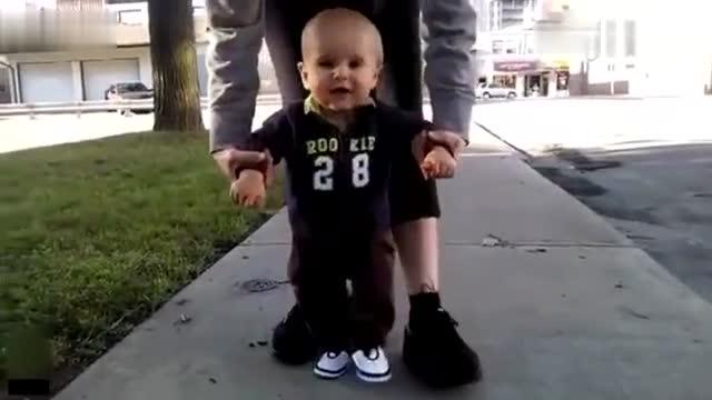 可爱萌宝学习走路的搞笑视频集锦