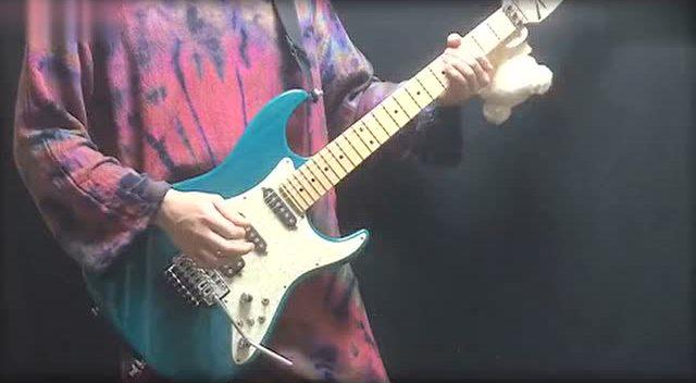 牛人电吉他超强弹奏《灌篮高手》主题曲 音乐唤起曾经的青春记忆