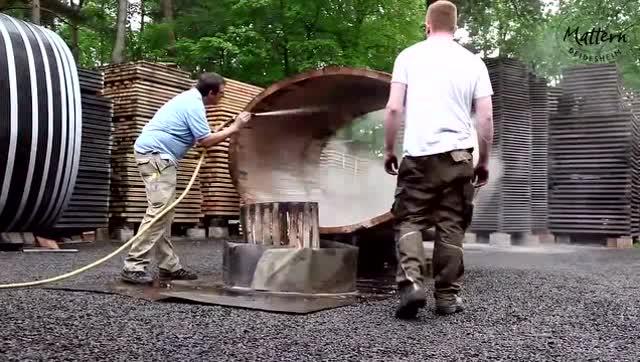 装红酒的大木桶是这样造出来的