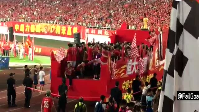 广州恒大夺冠庆典 球迷合唱广州队+维京战吼