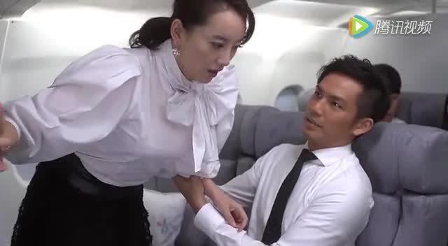 美女飞机上搭讪帅哥要电话,被拒绝,很受伤!