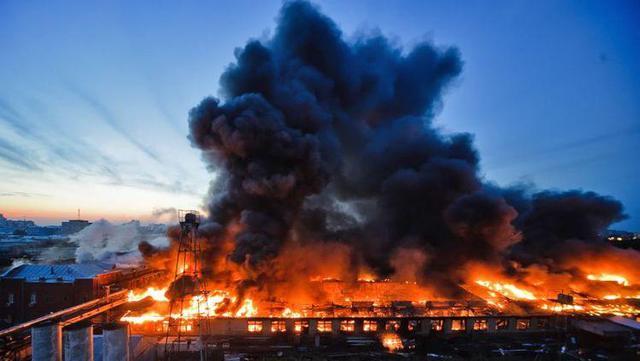 家庭电路中电流过大的原因:空中火灾