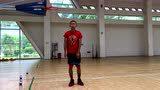 利用弹力带进行篮球比赛赛前热身
