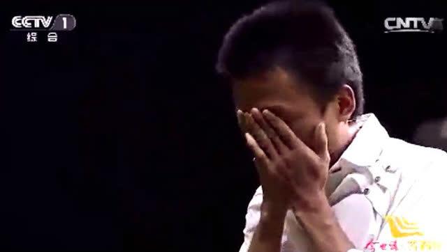 《等着我》最痛心一期!男孩被人贩子抱走20年,门一开全场哭了