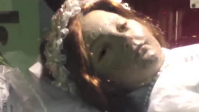 墨西哥300年肉身圣像突睁眼3秒 画面相当惊悚