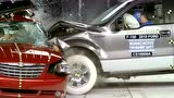 IIHS_red-light-running_crash_recreation -