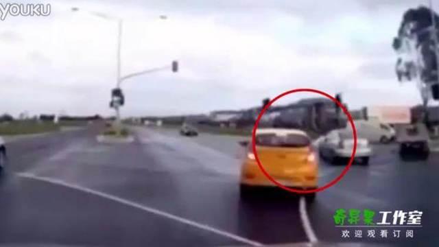 鬼车加油_澳超自然离奇车祸 神秘鬼车凭空出现吓傻司机!