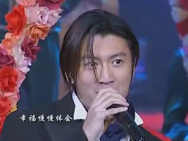 汪峰女儿怎么去世的_传奇歌手赵传经典演唱《我是一只小小鸟》《爱要怎么说出口 ...