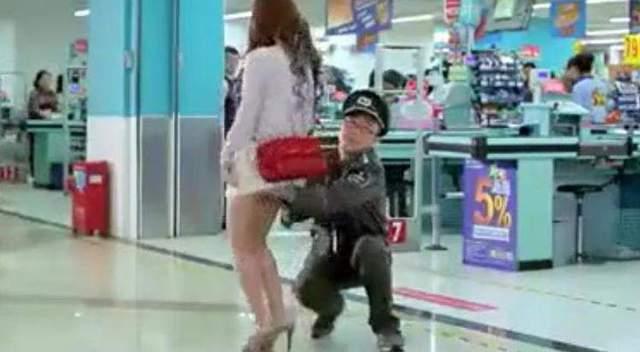 潮汕女人_潮汕超市保安遇到美女就搜身,最后来了一个胖女人