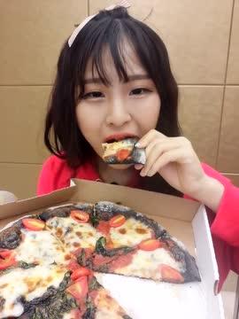 大胃王猫妹妹整容前_大胃王猫妹妹:黑色的披萨