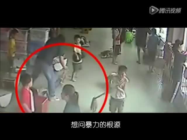 重庆女孩电梯虐童_牛人歪唱《你不配》痛斥幼师虐童事件搞笑视频 _网络排行榜