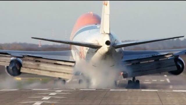 硬着陆软着陆_实拍:飞机逆风硬着陆,可怕一瞬间