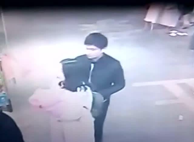 帽子视频偷窃器下载_一小偷被监控拍到偷窃全过程 - 原创 - 3023视频 - .