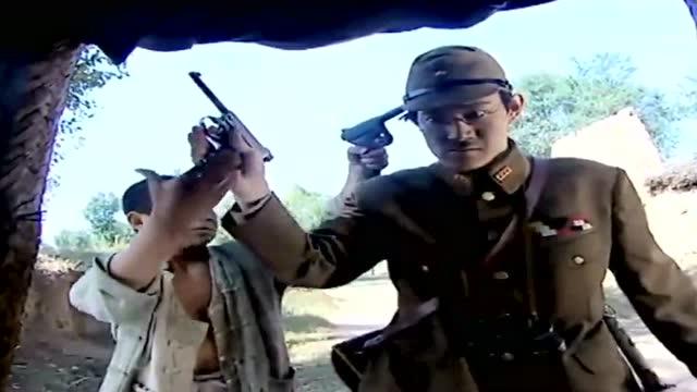 王木头和续张嘎纪�zi��)�h�_小兵张嘎用木头疙瘩把敌人的枪给骗到手了,小家伙真是