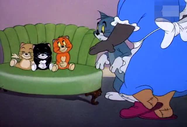 汤姆猫的主人_《猫和老鼠》最搞笑片段之一:汤姆猫被主人狠揍,只因这三小东西