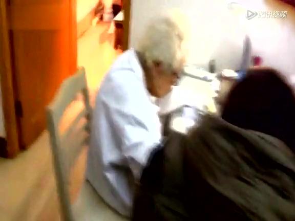 97岁女医生退休后社区坐诊20年 开药很少超百元截图