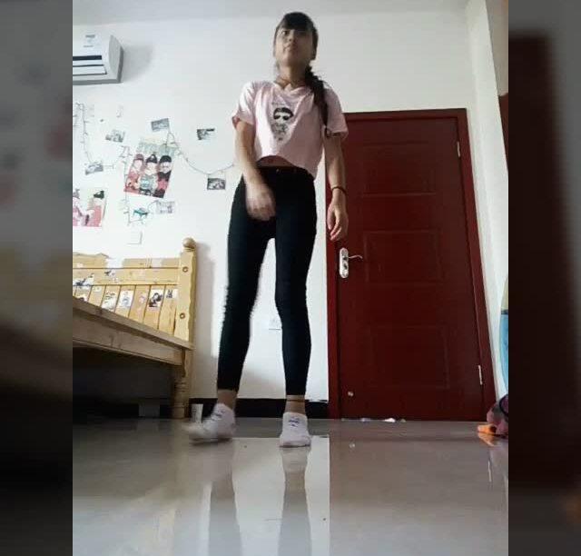淘宝网女士高跟鞋子_穿白色袜子的美女-舞蹈练功服怎么穿视频/日本女生的白色室内鞋 ...