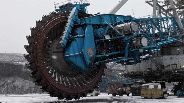 世界上最大的斗轮挖掘机,堪称机器怪兽