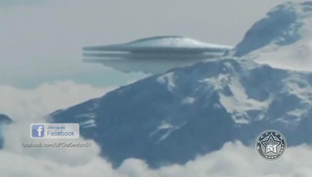秘鲁网友飞机上目击巨型UFO:比山峰还大