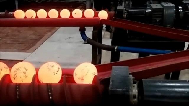 强大的工业技术:这个机器1分钟可以生产1000个钢球