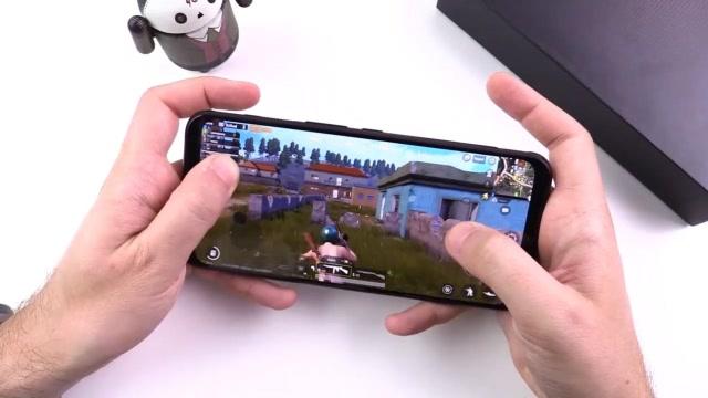 性能怪兽红魔3电竞手机上手评测:特色功能、拍照、游戏全面体验