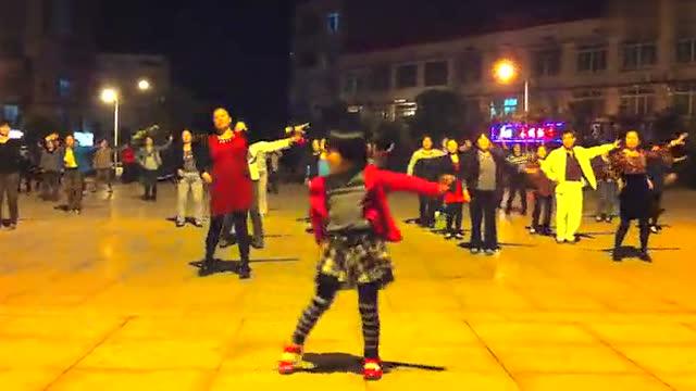小孩跳广场舞图片_跳广场舞的小孩图片