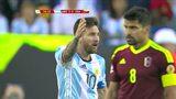 美洲杯迷之判罚整懵梅西  裁判莫名哨响吹停比赛换人